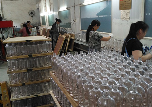 玻璃千亿体育客服是酒类包装行业首选的包装产品